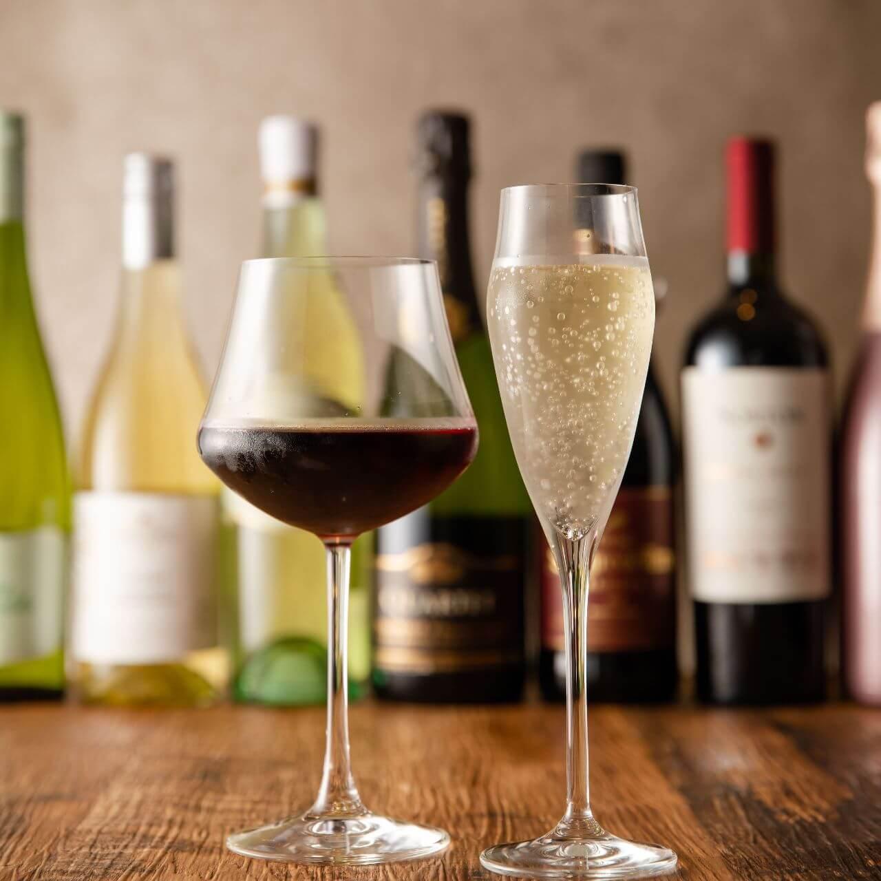 丸の内にあるワインが楽しめるカラオケアミューズメント【MARUNOUCHI BASE(丸の内ベース)】
